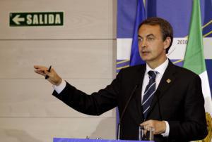 EFE  Zapatero, durante la rueda de prensa que ofreció ayer tras la cumbre UE-México en Comillas