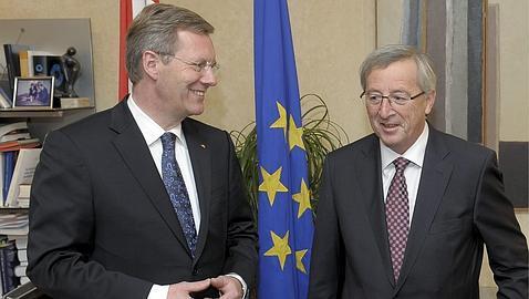 Juncker advierte de que la estabilidad de toda la zona euro está en peligro