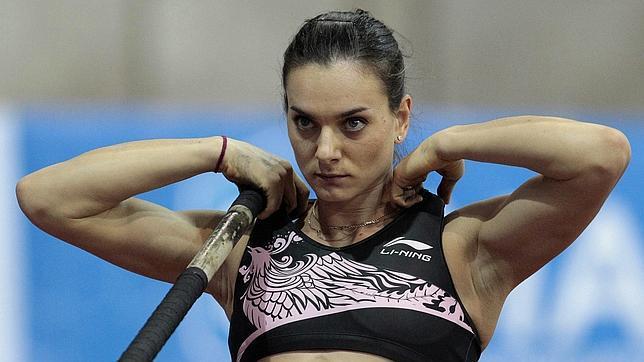 Isinbayeva regresa a la competición con la mejor marca del año