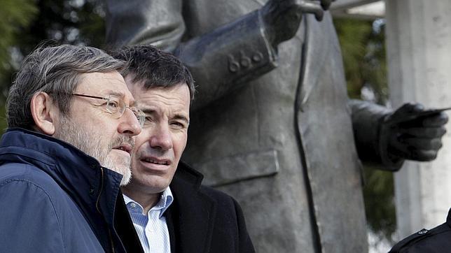 Gómez y Lissavetzky muestran su «apoyo y cariño» a Esperanza Aguirre