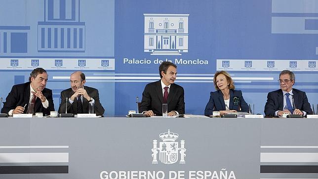 Cuarenta empresas y las patronales CEOE y Anfac acuden a la cita con Zapatero