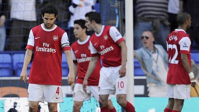 El Arsenal deja el camino libre a Manchester United y Chelsea