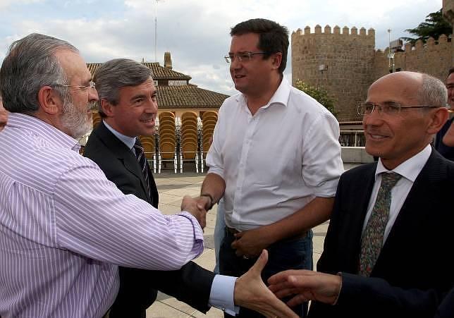 López avisa que «ni Ávila ni Castilla y León son un cortijo»