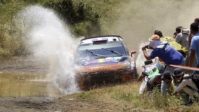 Ogier frena en el último tramo y cede el liderato a Loeb