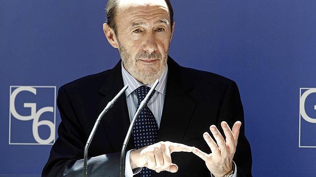 Rubalcaba anuncia que el Gobierno estudiará la elección de San Sebastián como capital cultural