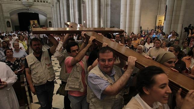 La Cruz de los jóvenes regresa a Madrid para recibir a Benedicto XVI
