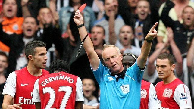 Arsenal y Liverpool no pasan del empate en el arranque de la liga inglesa