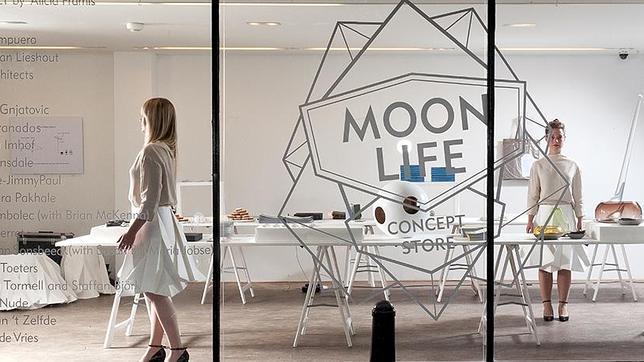 Alicia Framis nos lleva a la Luna de la mano de la moda, el arte y la arquitectura