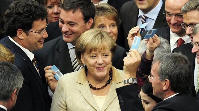 Merkel logra el respaldo de Alemania para el fondo de rescate europeo