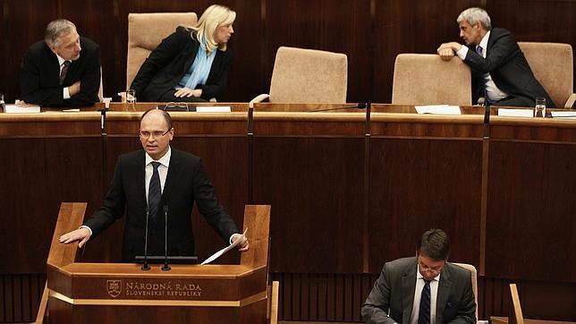 El Parlamento de Eslovaquia rechaza ampliar el fondo de rescate del euro