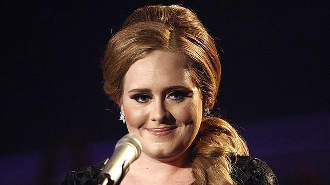Adele supera con éxito la operación de cuerdas vocales