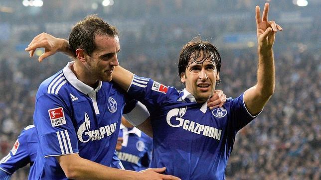 Otro gol de Raúl pone cuarto al Schalke