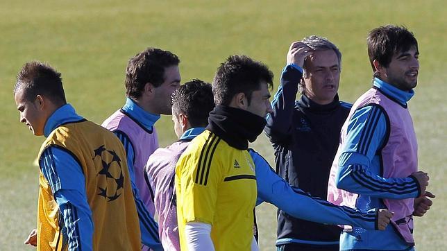 Mourinho reserva al «trivote» del día D