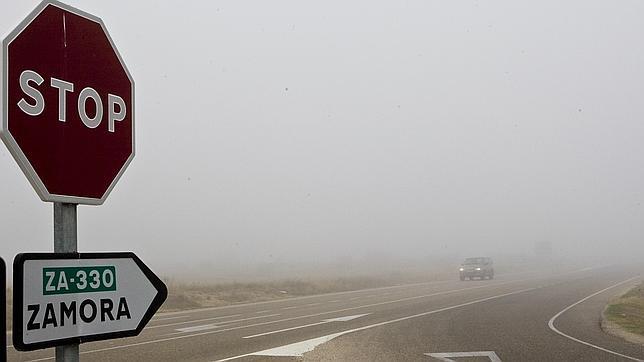 La niebla condiciona la circulación en 25 tramos de carreteras principales de seis provincias de Castilla y León
