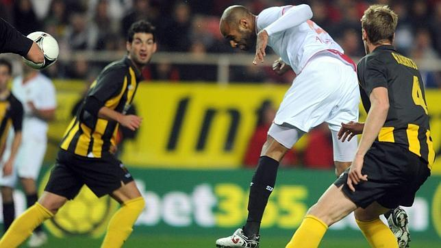Kanouté pone al Sevilla en octavos