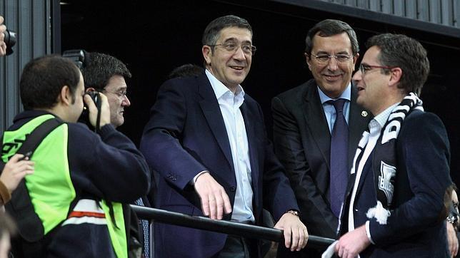 Patxi López declara dos pisos y 44.000 euros en cuentas corrientes