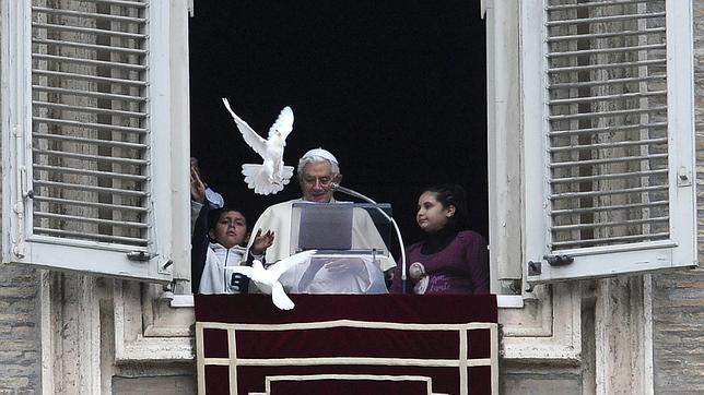 Las palomas de la paz «se quieren     quedar en la casa del Papa»