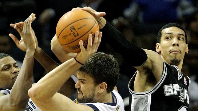 Bonner, Duncan y la defensa dejaron a los Grizzlies en crisis de juego
