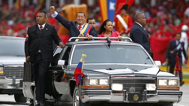 El caudillo Chávez festeja su pasado de golpista militar