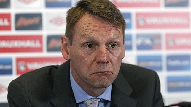 Pearce se ofrece para la Eurocopa