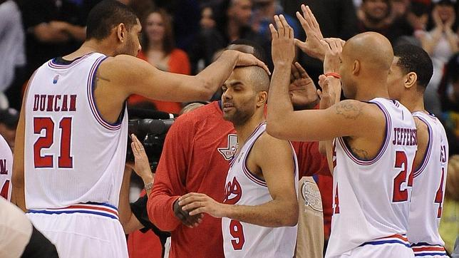 Los Spurs conquistan Denver