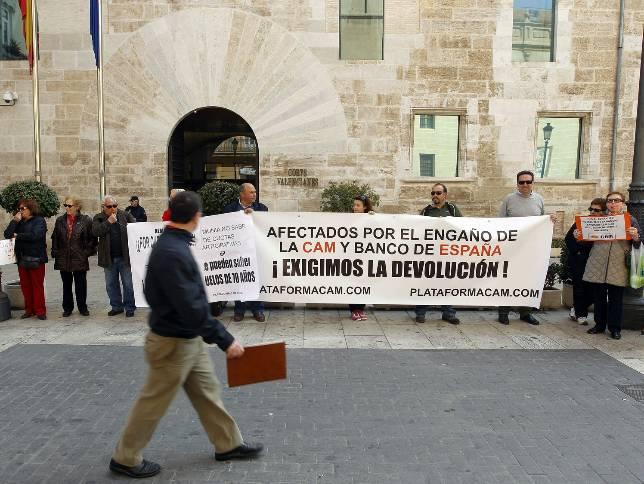 Amorós falseó las cuentas de CAM y su pensión vitalicia es «fraudulenta»