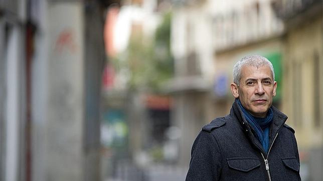 José Ovejero: «Los artistas somoslos bufones de la corte»