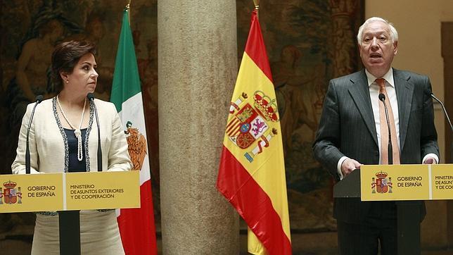 Margallo: «¿Qué pasaría si barcos armados españoles impidieran a barcos británicos pescar en aguas británicas?»