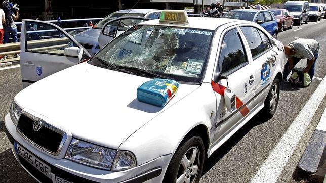 Acuerdo entre Fomento y las asociaciones gremiales del taxi