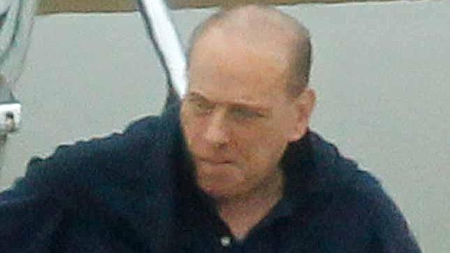 Berlusconi luce calva en Cerdeña
