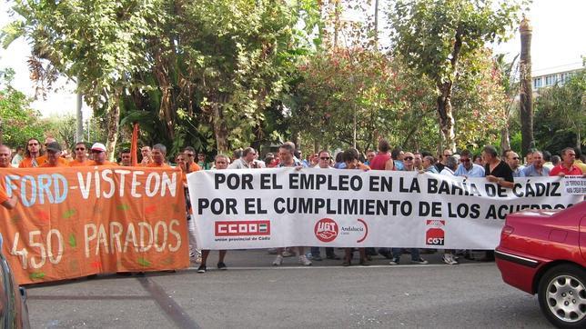 Prejubilados de Cádiz se movilizan contra la Junta al prever que no cobrarán la póliza