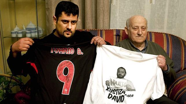 Ojos vendados para pedir el indulto del extoxicómano de Vigo David Reboredo