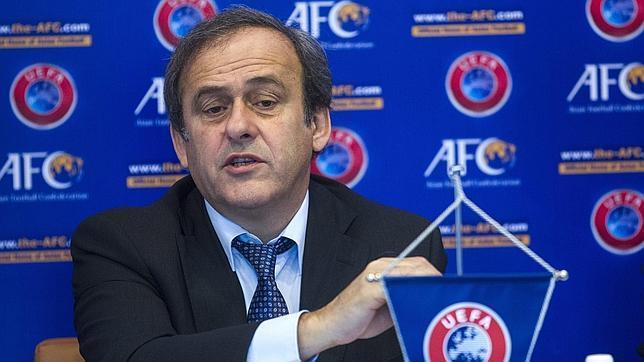 Platini: «Prefiero utilizar el dinero de la tecnología en el fútbol base»