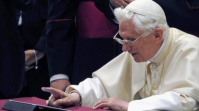 El Papa invita en Twitter a compartir la alegría de María de Nazaret