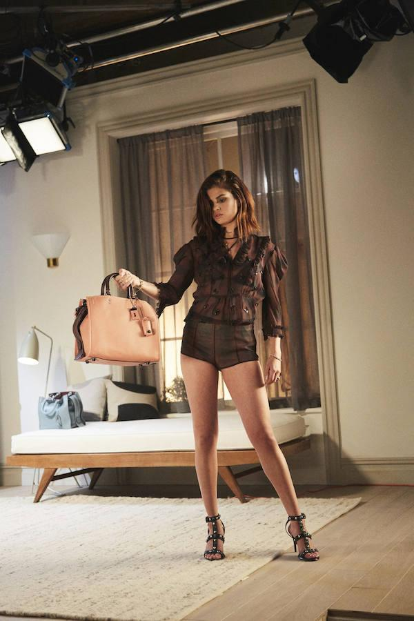 Selena Gómez es la nueva imagen de la colección de Otoño de Coach