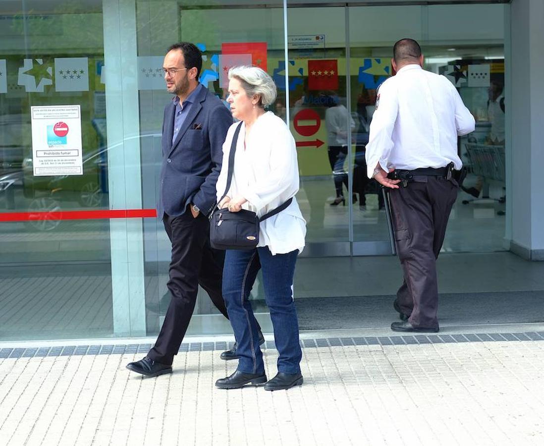 Antonio Hernando ha sido uno de los socialistas que se ha desplazado hasta el hospital