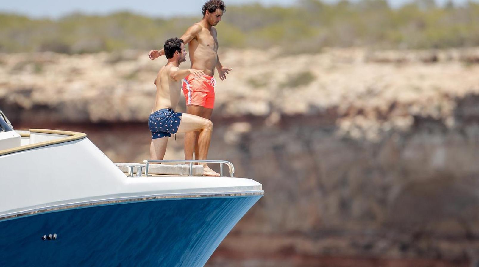 Rafa Nadal disfrutando de su barco