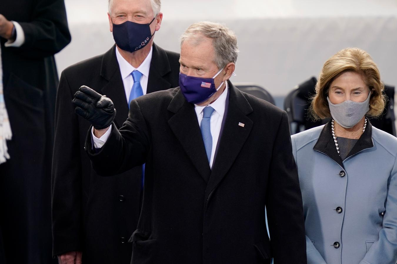 El matrimonio Bush, durante su llegada a la investidura