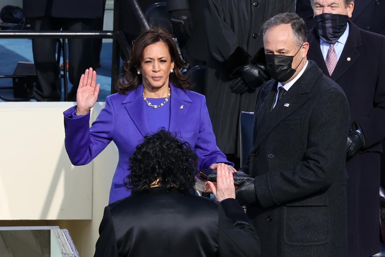 Momento en el que Kamala Harris ha jurado como vicepresidenta