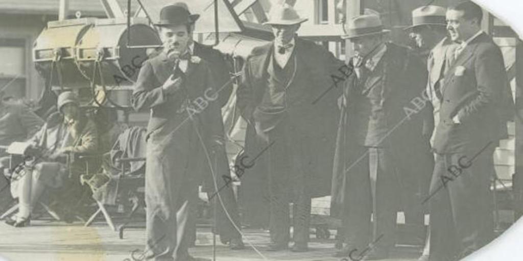 Las fotografías exclusivas que logró Edgar Neville de Charlie Chaplin en pleno rodaje de «Luces de la ciudad» - Archivo ABC