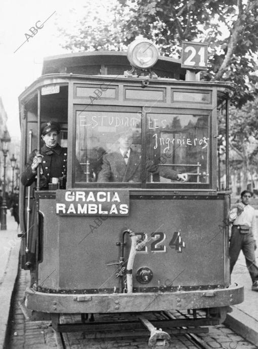 Un tranvía conducido por unos estudiantes durante una huelga