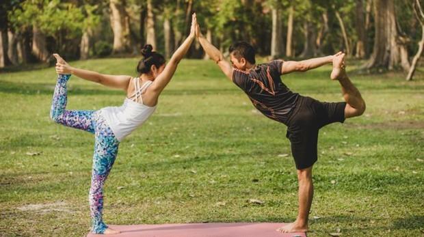 El yoga mejora la complicidad