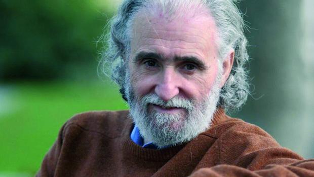 Ramiro Calle, pionero en la enseñanza del yoga en España.