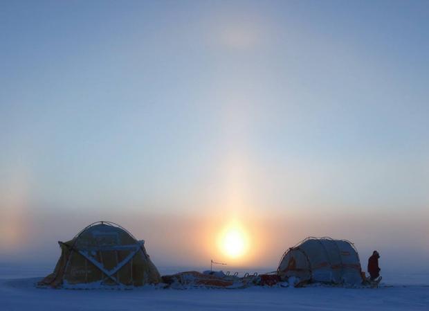 El trineo de viento, detenido sobre el hielo en una anterior expedición