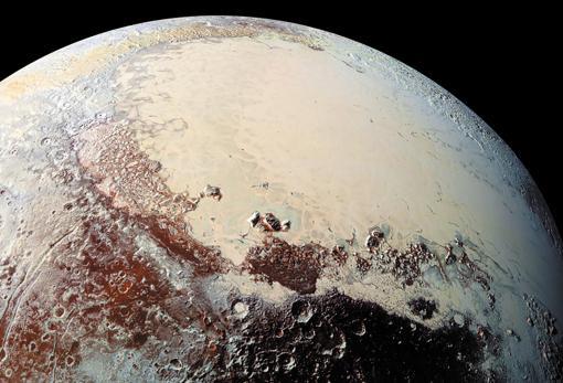 Imagen de la superficie de Plutón captada por la sonda «New Horizons» en 2015