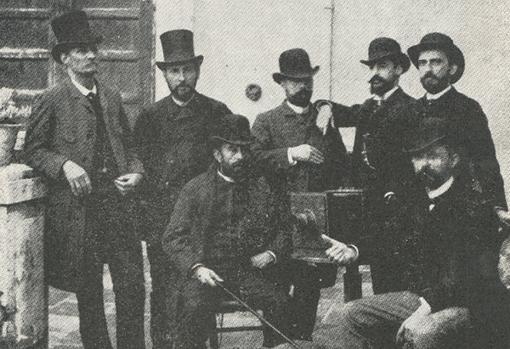 Cajal con algunos compañeros del denominado 'Gaster Club', especie de sociedad lúdica, gastronómica y deportiva, durante su estancia en la ciudad de Valencia. Algunos de estos colegas podrían haber participado en el proyecto del Comité de Investigaciones Psicológicas.
