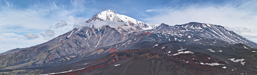 El volcán Tolbachik es un volcán complejo, compuesto por dos volcanes, a izquierda y derecha