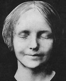 Death mask of 'the unknown woman from the Seine' (1900)