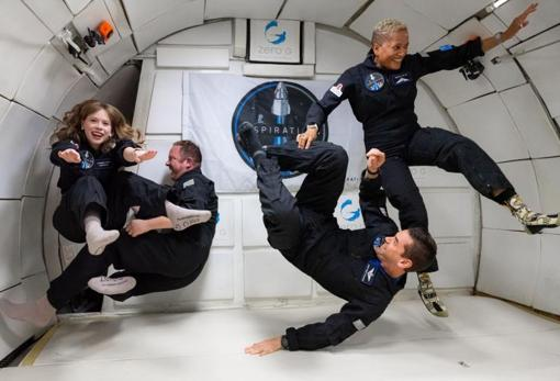 Hayley Arceneaux, Christopher Sembroski, Jared Isaacman and Sian Proctor, during a training session at the Kennedy Space Center