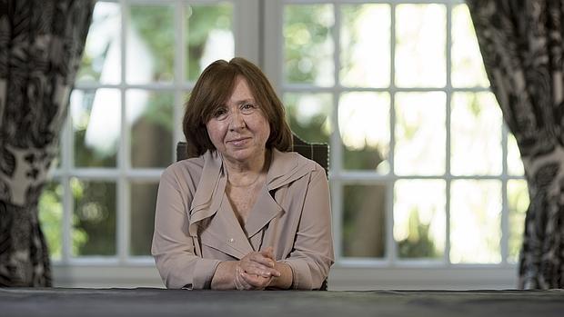 La Nobel de Literatura Svetlana Alexiévich, fotografiada en un hotel de Madrid poco antes de la entrevista